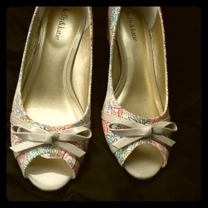 Kelly & Katie Floral Wedges, size 9